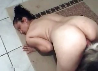BBW chick gets banged by a tiny dog