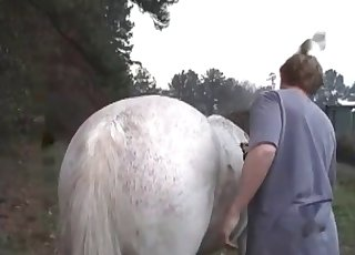 Man is totally dominating the crack of this horse