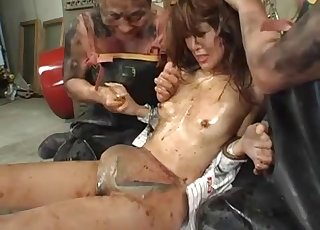 Sweet Japanese hooker gives a gorgeous blowjob